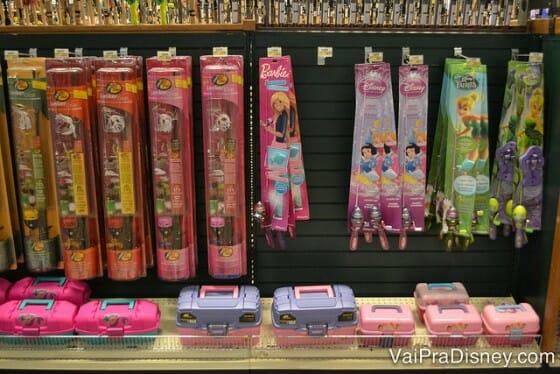 Não aguento essa vara de pescar de brinquedo das princesas! hahaha é fofura demais!