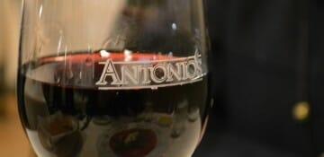 Um bom vinho italiano para acompanhar o clima gostoso do restaurante! ;)