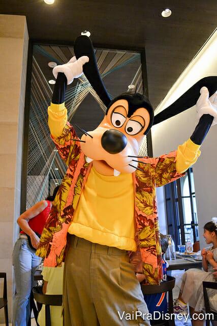Nesse hotel mesmo quem não é hospedado pode marcar um café da manhã com alguns dos personagens mais clássicos da Disney.