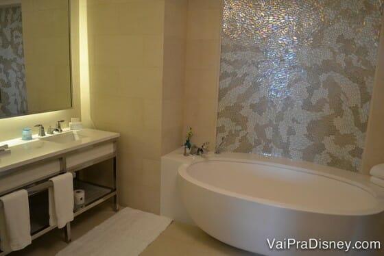 Banheira de um dos quartos mais premium do hotel.