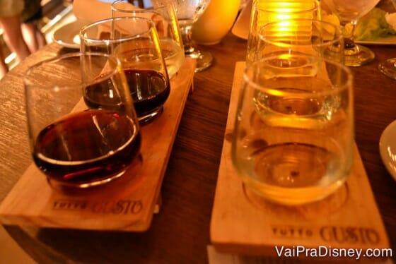 Degustação de vinhos italianos. Eu e a Cati dividimos.
