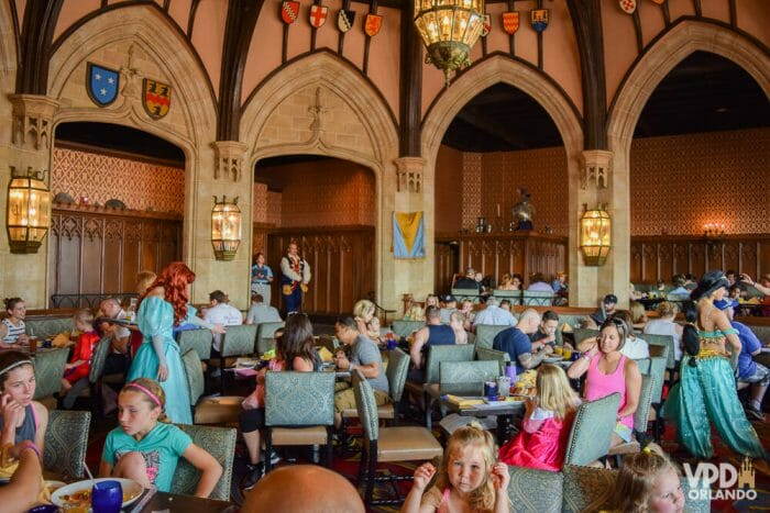 Como reservar restaurante na Disney - As refeições com princesas no Cinderella's Royal Table são pagas no momento da reserva