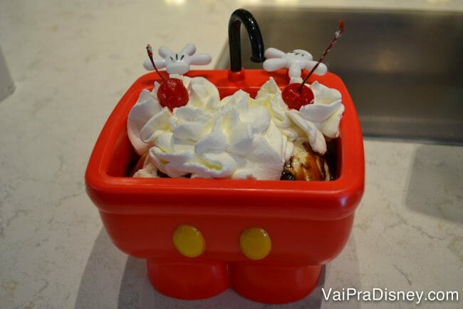 Sundae na pia do Mickey!