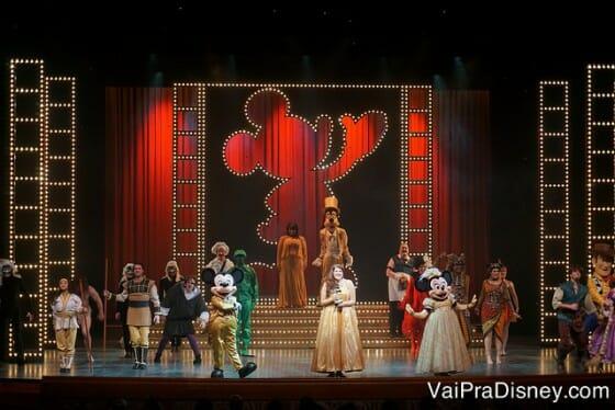 Um dos teatros que vimos com os personagens durante o nosso cruzeiro.