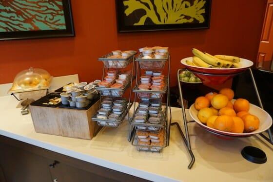 Hotel com café da manhã incluído? São poucos em Orlando e o Fairfield Inn by Marriot tem um café muito bom!