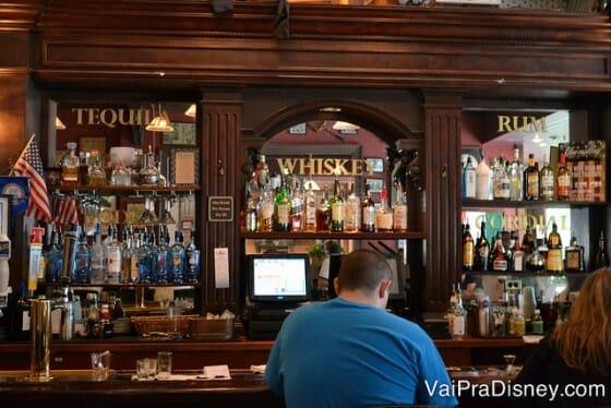 Um pouquinho da área do bar.