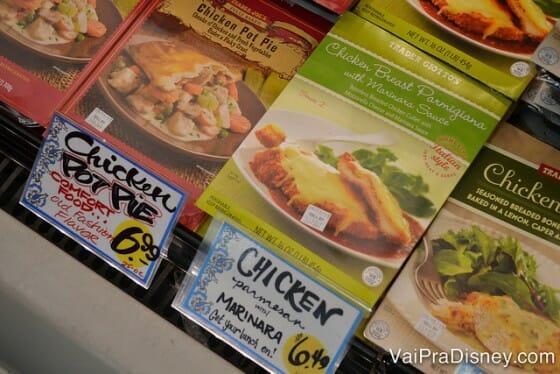 Exemplo de comida boa e barata: franco a parmegiana para 2 pessoas por menos de 7 dólares.
