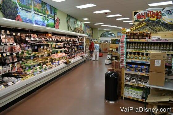 Um pouquinho da área de produtos refrigerados do Trader Joe's.