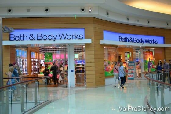 Uma das muitas lojas de cosméticos nesse shopping.