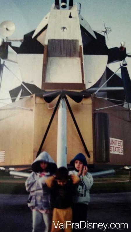 Eu com 7 anos visitando o KSC pela primeira vez, junto com meu irmão e com a minha prima. Eu sou o único destemido mostrando o rosto