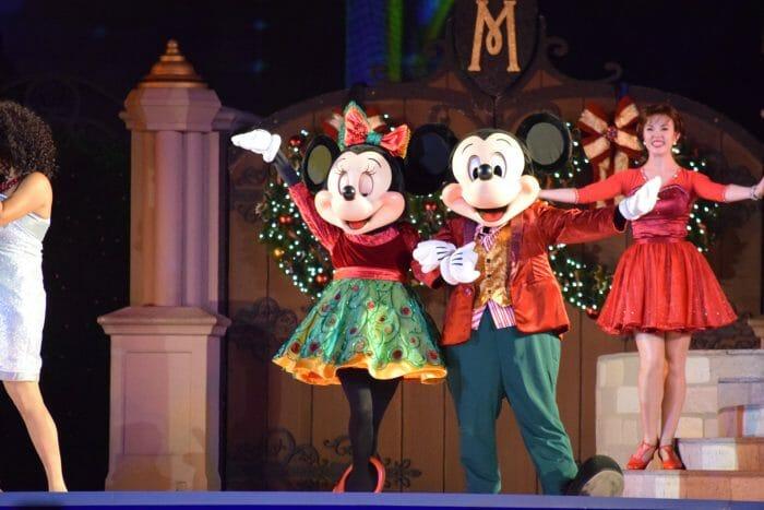 O showzinho especial de Natal no castelo também é muito bonitinho.