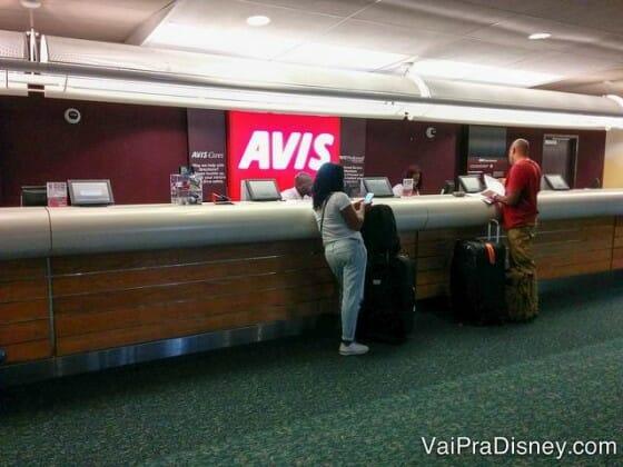 Balcão da Avis no aeroporto de Orlando. Sem nenhuma fila