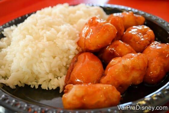 Franguinho delicioso do fast-food do pavilhão da China, no Epcot.