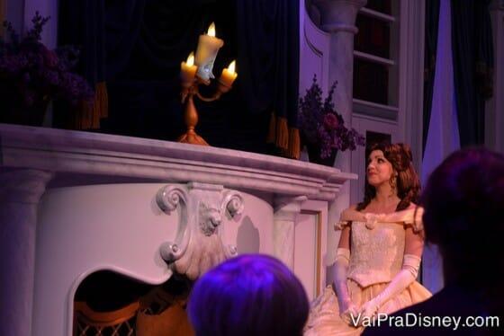 A Bela não aparece no Be Our Guest mas aparece no Enchanted Tales with Belle.