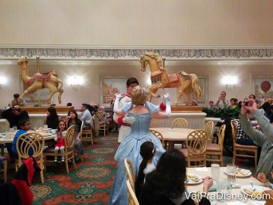 Jantar da Cinderella no 1900 Park Fare.