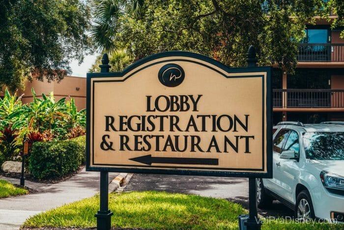 Chegando, estacione seu carro perto da entrada e faça seu check in. Descubra qual é seu prédio antes de pensar em tirar as malas do carro. ;)