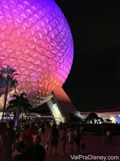 """A """"bola do Epcot"""" também merece uma foto de noite!"""