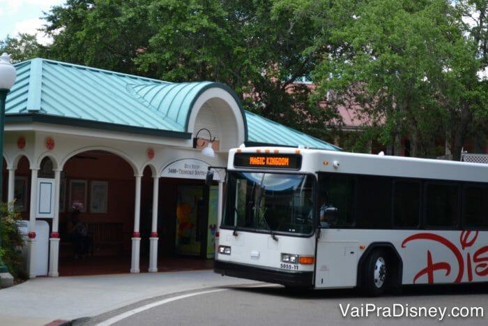 Não se esqueça de considerar que provavelmente vai ter bastante fila para pegar o transporte gratuito da Disney.