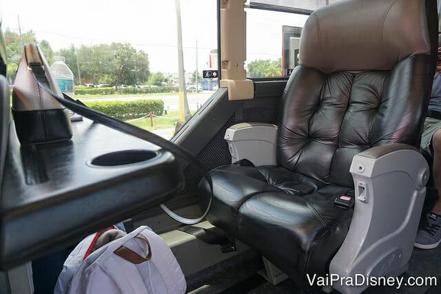 Fileira com 1 assento dentro do ônibus que me levou até Miami