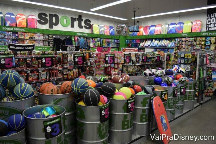 Tudo nessa loja custa 5 dólares ou menos.