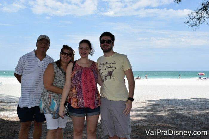 Eu grávida com o Fe e meus queridos sogros em Anna Maria, pertinho de Orlando.