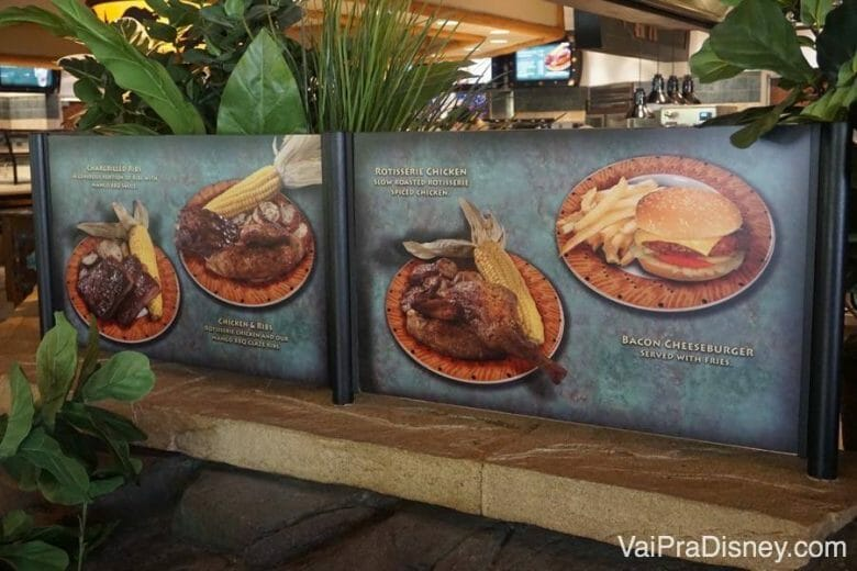 O Thunder Falls Terrace tem boas opções de refeição em um restaurante tipo quick service