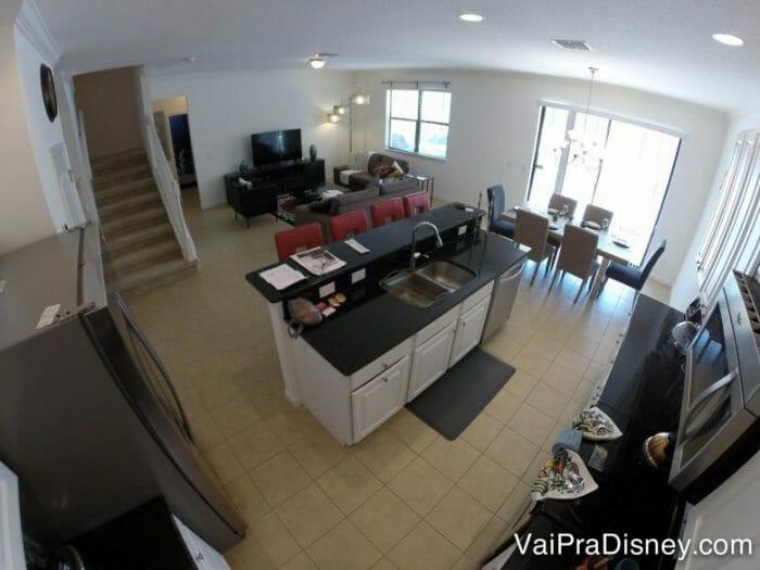 As casas sempre tem muitas áreas em comum para a família aproveitar mais das férias juntos.