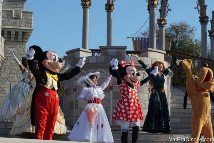 Eu recomendo voltar pra entrada do parque para ver o shoe de abertura no castelo.
