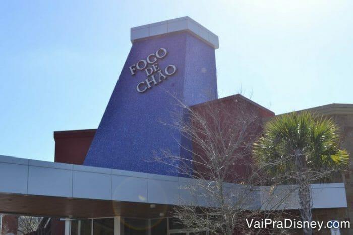 A fachada do Fogo de Chão de Orlando segue o mesmo padrão das unidades brasileiras.