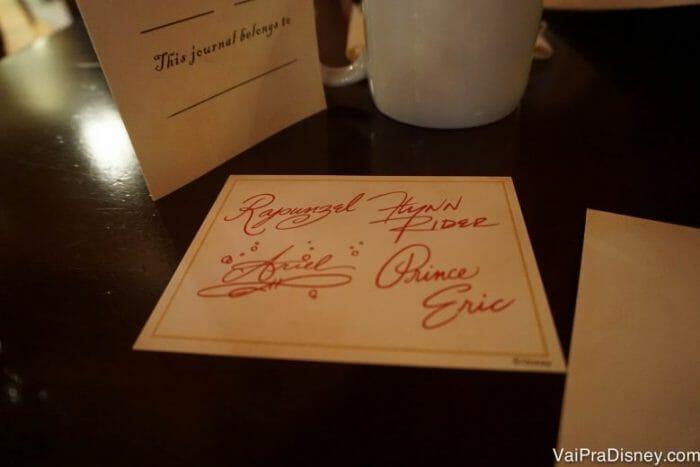 Cartão com autógrafo dos quatro personagens.