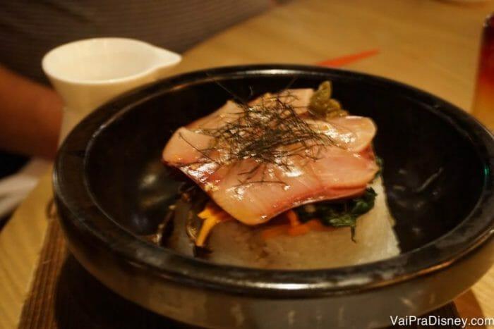 Buri Bop. Não que esse nome signifique muito para mim, mas era um prato de peixe, arroz e gema de ovo.