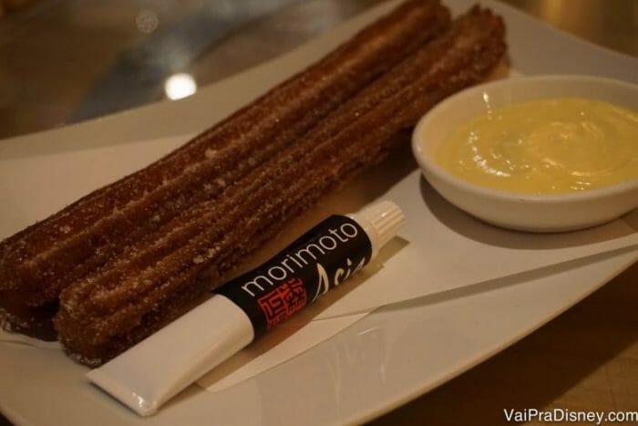 Churros, nutella e creme de baunilha. Não tem nem o que falar né? Aliás tem sim - esse tubo de nutella podia ser maior! :P