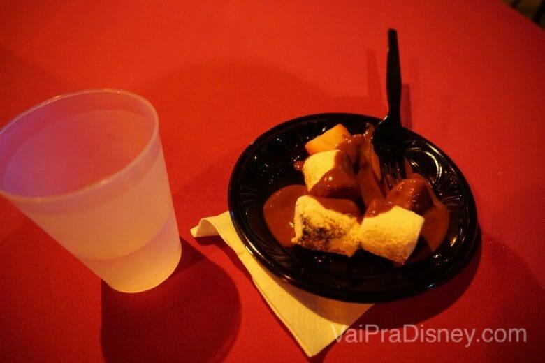 Marshmallow e morango com chocolate: não tem como dar errado!