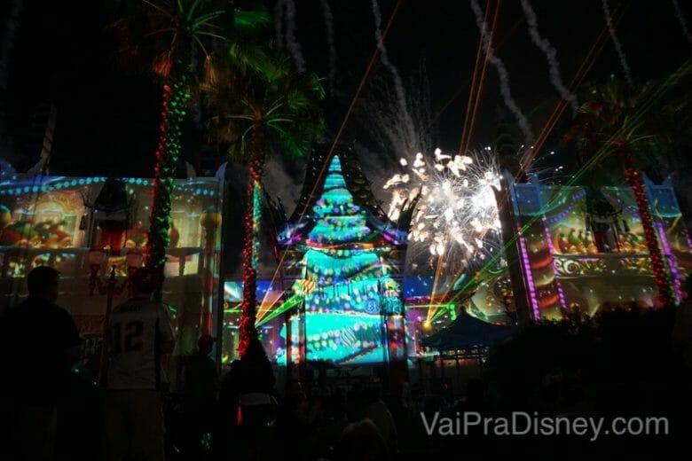Vista dos fogos no espaço do Jingle Bell, Jingle Bam Holiday Dessert Party