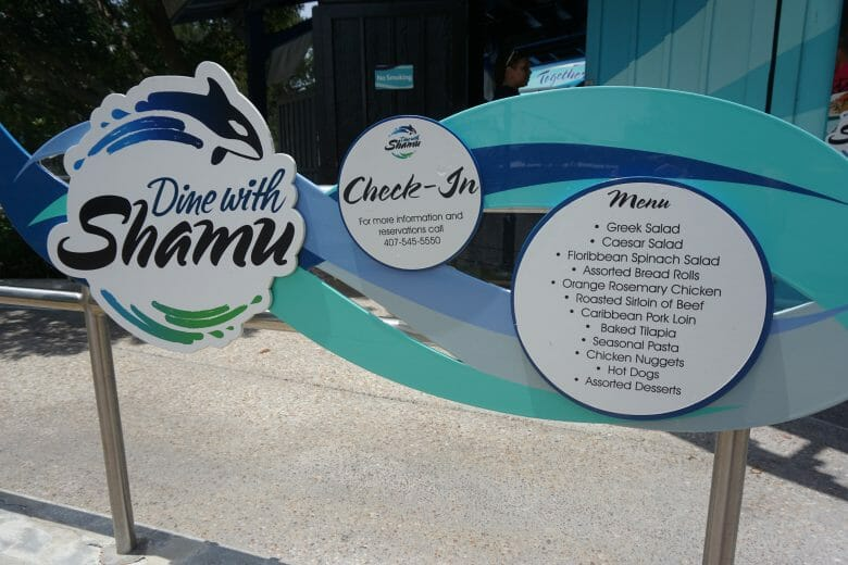 entrada do restaurante onde acontece o Dine with Shamu.