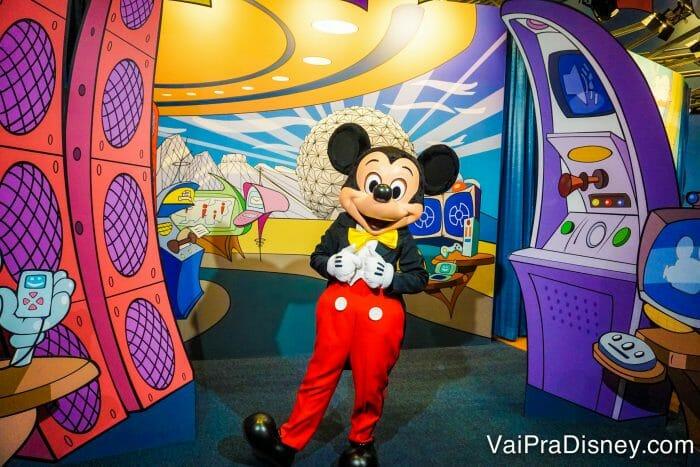 Encontro com o Mickey de roupinha clássica fica no pavilhão Imagination do Epcot