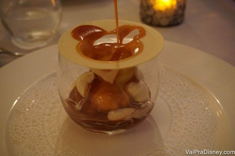 A sobremesa era bonita. Aí o garçom fez o mickey com o caramelo e de repente ela ficou MARAVILHOSA. haha