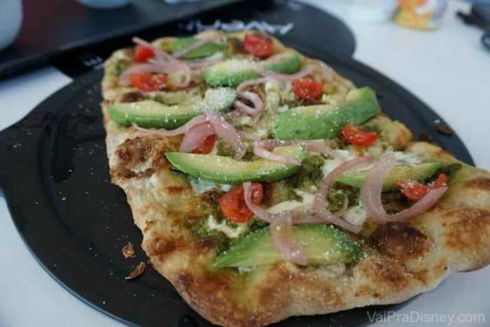 Essa avocado toast era quase uma pizza e estava sensacional! Pedimos no café da manhã mas comeria em qualquer refeição. Foi sem dúvida o item que mais amamos do cardápio.