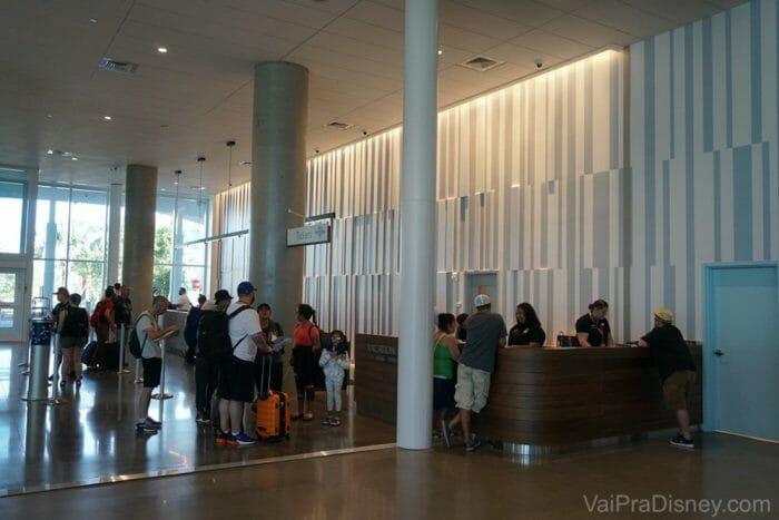Pequena fila pro check-in no hotel!