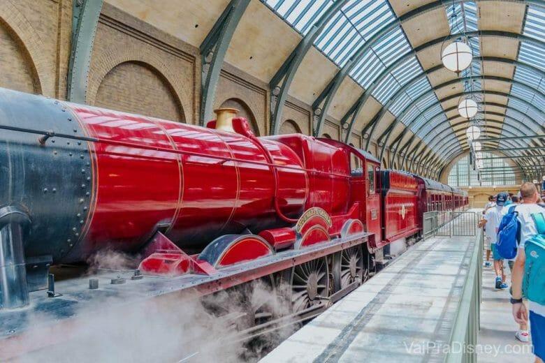 O Expresso de Hogwarts vai de um parque do Harry Potter para outro, o que gera um pouco de confusão mas na verdade foi uma sacada muito legal da Universal.