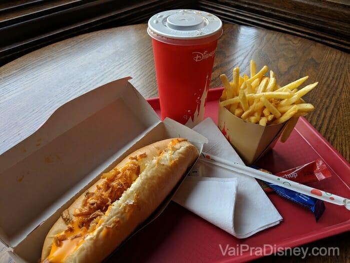 Disneyland Paris - Hot dog do Caseys não tem erro!