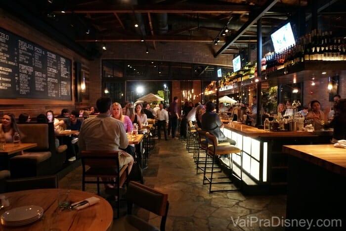 Bar na área interna do Prato.