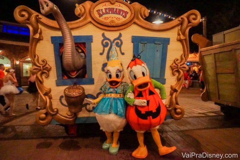 Em outubro a festa de Halloween da Disney continua rolando em diversas datas. Essa época é uma ótima chance de tirar foto com personagens nos trajes mais fofos!!