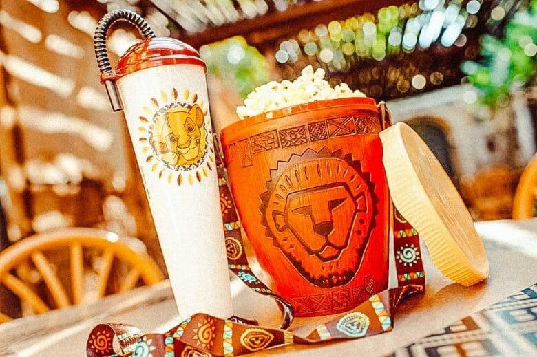 Balde e copo especial do Rei Leão.