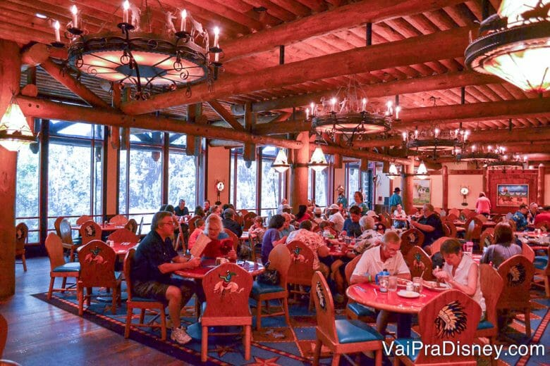 Aqui no Whispering Canyon Cafe é sempre certeza de bagunça, barulho e risada.