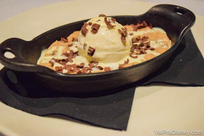Cookie quente com sorvete de baunilha. As sobremesas do Market to Table não impressionaram muito!