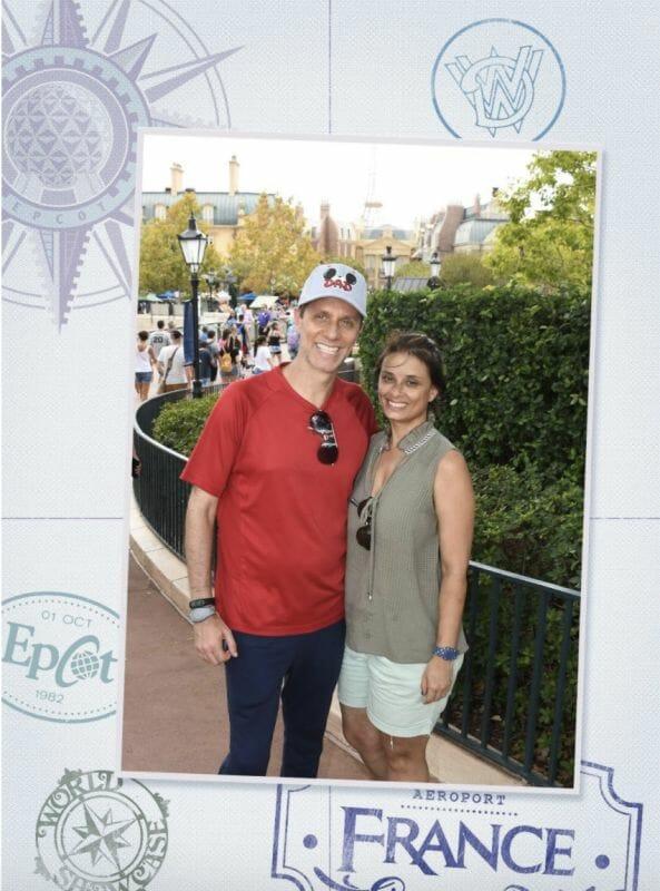 Foto do Fabiano com sua esposa no Epcot