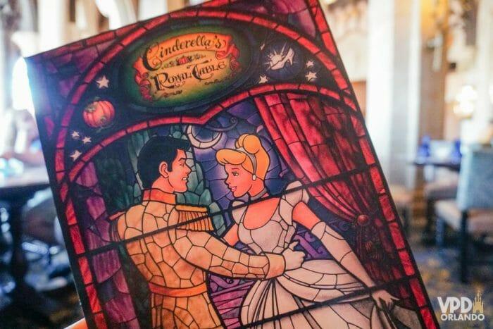 Se quiser comer no Cinderella's Royal Table, Be Our Guest e outros restaurantes populares da Disney, suas chances de conseguir uma reserva são maiores se você se hospedar na Disney.