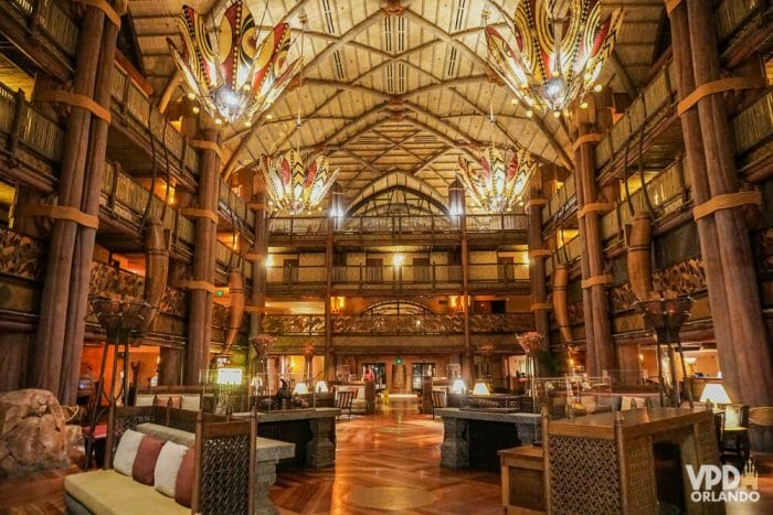 O lobby do Animal Kingdom Lodge, um dos hotéis de luxo da Disney!